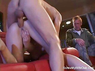 مرد طاس در حال گذراندن اوقات فراغت در دانلود فیلم سکسی از عقب اتاق خواب با ورزش ها است