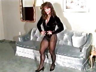 مدل Passionate دانلود فیلم سیکس خارجی به سبک سگ کوچولو ایستاده است و یک خروس سخت را در کس او می گیرد