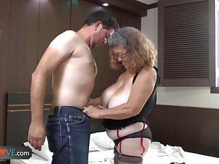لزبین ها داغ پخش فیلم های سکسی خارجی با انگشتان بیدمشک می گیرند