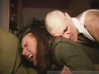 نوجوان Busty با دانلود فیلم سکسیخارجی سه نفره دوست خود را سرگرم می کند