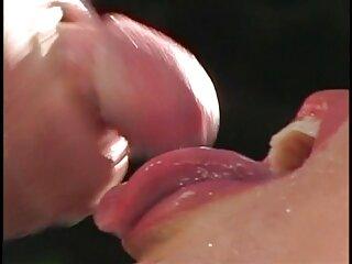 دختر کسش را نشان می فیلم های صحنه دار سکسی خارجی دهد