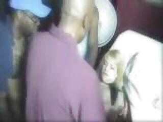 هوبی همسر زرق و برق دار خود را در سینماییسکسی الاغ سرخ می کند